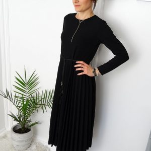 Plisowana-sukienka-za-kolana